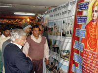 Prof. Harshe visited the exhibition